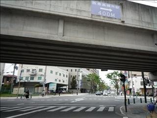 ここからJR高槻駅まで400m・阪急高槻市駅までも400m_t.jpg