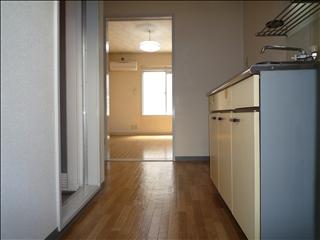 サンコート727|キッチンから洋室_t.jpg