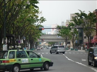 高槻市役所前から見るJR高槻駅_t.jpg