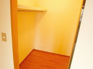高槻市戸建賃貸 富田町5丁目貸家 ウォークインクローゼット.jpg