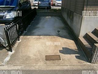 ルグランソシエS棟の駐車場
